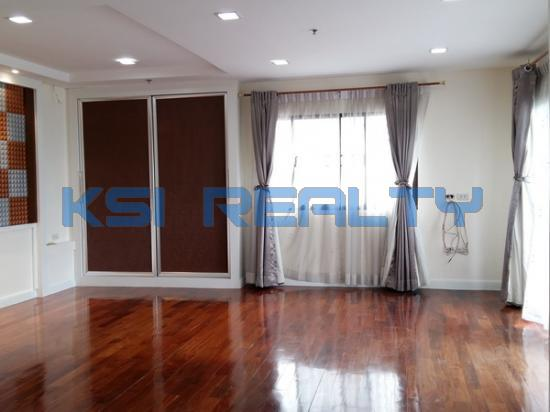 3 Bedroom Condo in Watthana, Bangkok  60080807