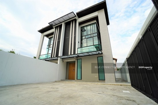 3 Bedroom Detached House in Lat Phrao, Bangkok  64407353
