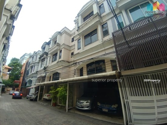 5 Bedroom Townhouse in Watthana, Bangkok  68383788