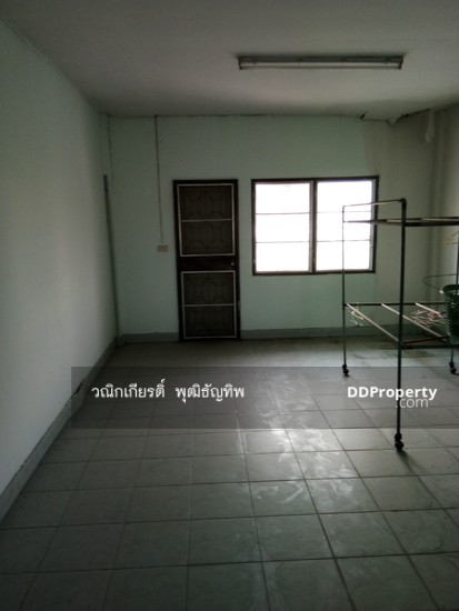 Shophouse in Khlong Sam Wa, Bangkok  71067286