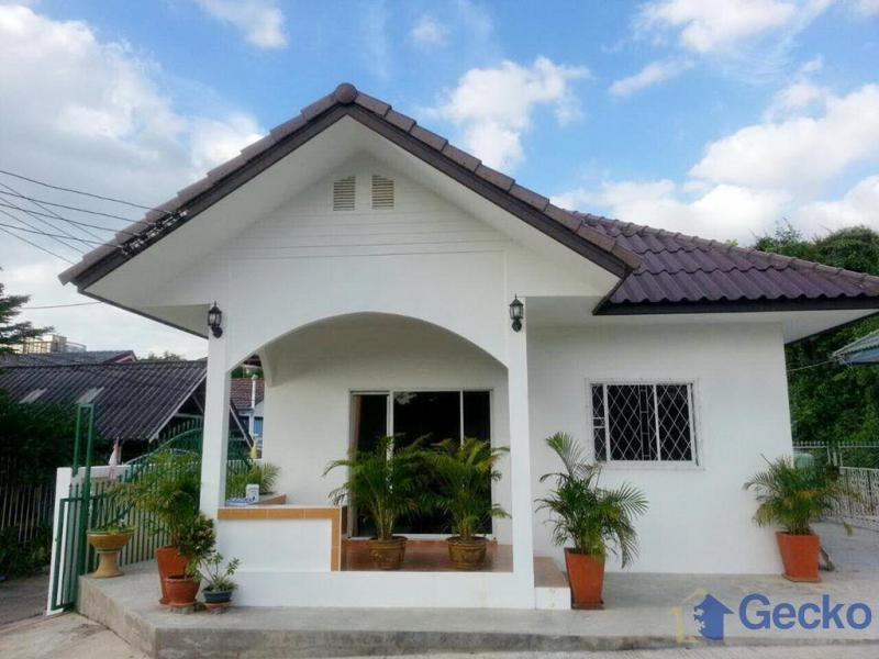 cheap two bedroom house for rent in soi khao talo east
