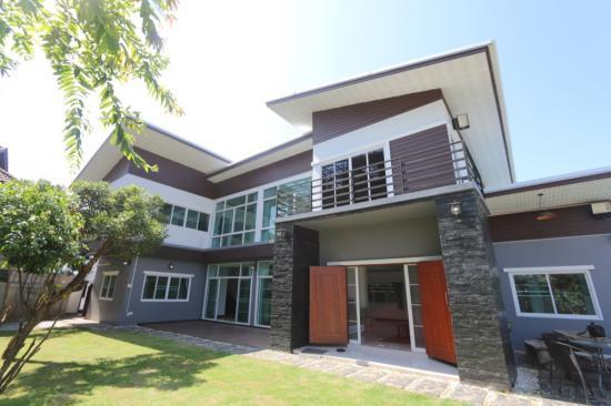 For sale 6 bedroom house with pool san phi suea san phi for 6 bedroom homes for sale
