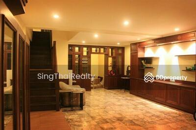 ให้เช่า - TownHouse/ Office/ BTS Ekkamai 4 ห้องนอน / 4 ห้องน้ำ