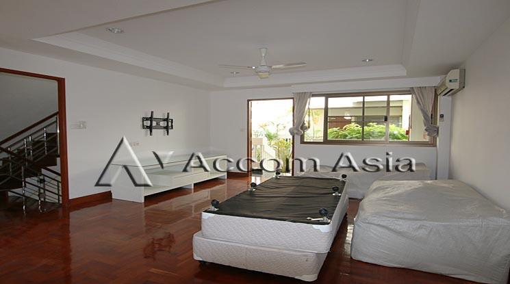 Family Atmosphere Townhouse For Rent In Sathorn Near Bts