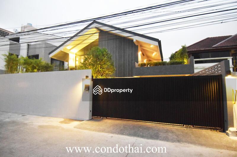 Sell Cozy modern house, BTS Phakanong