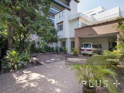 For Sale - Single House exceptionally located in Soi Soonvijai 2