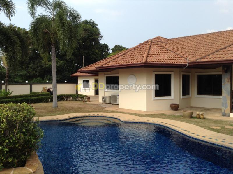 Bungalow With Big Garden And Private Pool For Sale