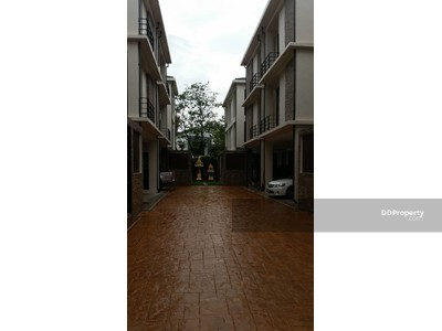 ให้เช่า - ให้เช่าบ้าน EM Villa  มีสระว่ายน้ำ    ทำเลใจกลางเมือง