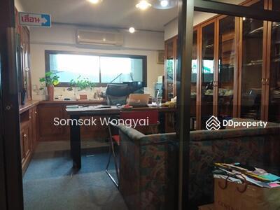 For Sale - Five-story shophouse for sale in Soi Sukhumvit 81