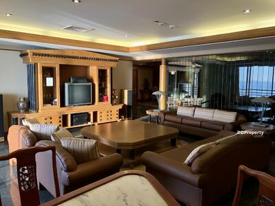 For Sale - FOR SALE: ROYAL CLIFF CONDOMINIUM PATTAYA : 8th Floor : 334 sq. m. Beachfront view and Pattaya City view