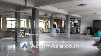ให้เช่า - shophouse for rent in Wireless Bangkok Ploenchit BTS AA21877
