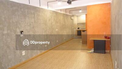 ให้เช่า - Modern loft styled townhouse in Sukhumvit 38 for rent (132 sqm)