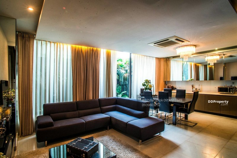 Luxury Townhouse for sale with tenant in Ekkamai ขาย ทาวน์เฮ้าส์หรู ย่าน เอกมัย พร้อมผู้เช่า #71076557