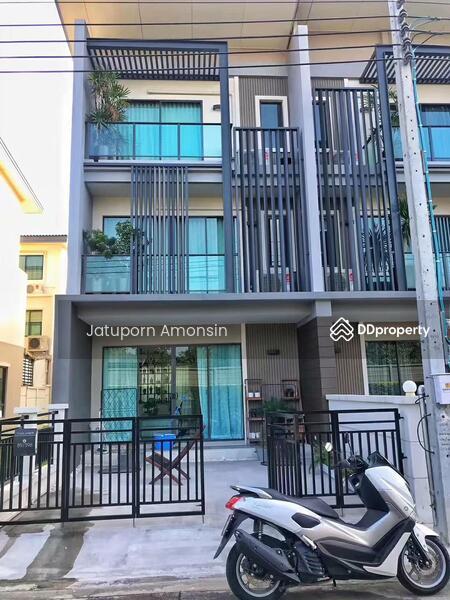 Town Avenue Merge Rattanathibet #72116559