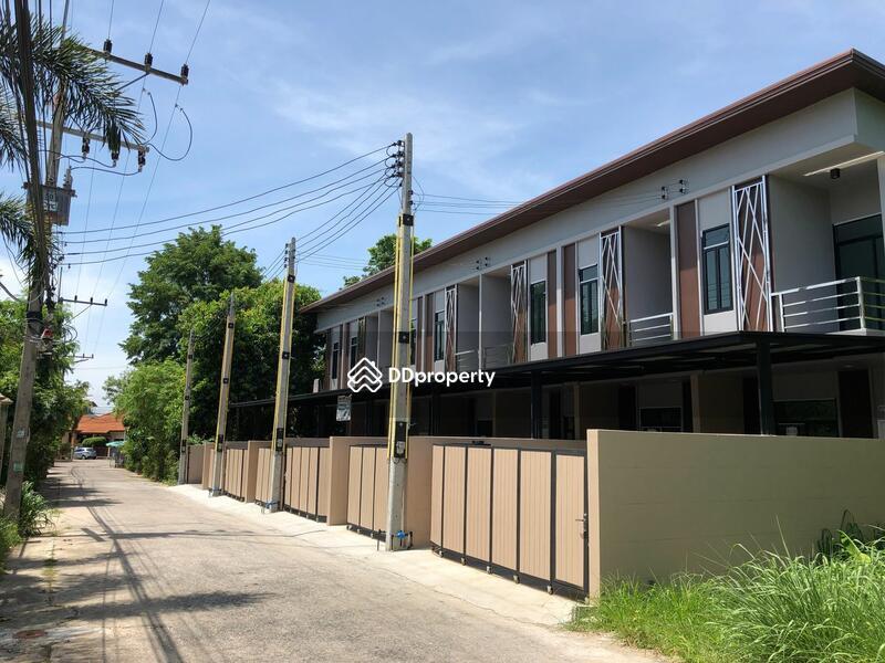 Townhouse in Bang Lamung, Chon Buri #72648963