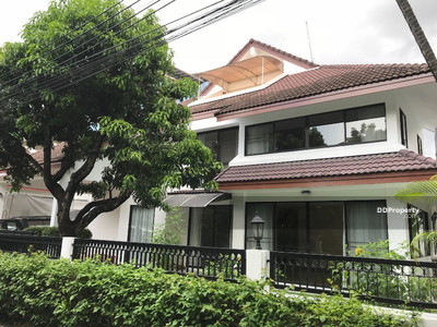 For Rent - 5 bedrooms single house in compound for rent in Thonglor [HBKK26252