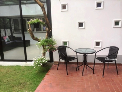 For Rent - House with garden for rent in Ploenchit area [HBKK26359