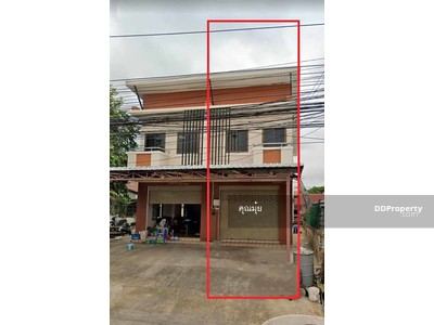 For Rent - 9A8MG0004 2 storey commercial building for rent at business location with 2 bedrooms and 2 toilets.