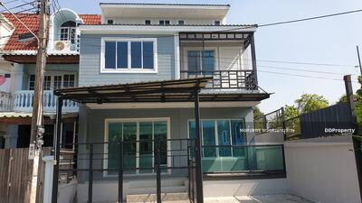 ขาย - ขายบ้าน เซ็นทรัลปิ่นเกล้า กู้ได้เต็ม MRT บางยี่ขัน บรมราชชนนี ซ. 11 จรัญซ. 45 บุศราคัมริมน้ำ แปลงริมน้ำ รีโนเวตใหม่ พร้อมเข้าอยู่ บริการสินเชื่อฟรี