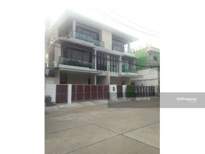 ให้เช่า - CRP-S12-HH-630091 ปล่อยเช่า บ้านแฝด 3 ชั้น Luxury Modern Design บ้านกลางเมือง รัชดา 36