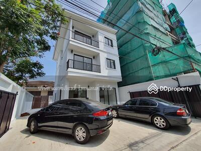 ขาย - House for sale With modern style decorations  Only 900 Meters to BTS EKKAMAI and BTS Phrakanong