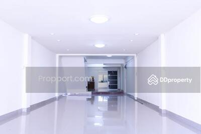 For Sale - อาคารพาณิชย์ 3. 5ชั้น เสรีไทซอย9 ขนาด 21 ตร. ว. 4ห้องนอน 3ห้องน้ำ 1 ห้องครัว ตกแต่งพร้อมอยู่ ค้าขายสะดวกเพราะอยู่ในย่านชุมชน