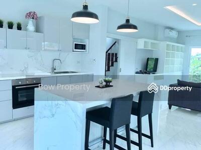 For Sale - บ้านเดี่ยวแต่งสวย สร้างเอง 3 ชั้น ลาดพร้าว 48 แยก28 เพิ่งสร้างเสร็จ 1 ปี ย่านสุทธิสาร  ประตูรั้วไฟฟ้า บ้านหัวมุม