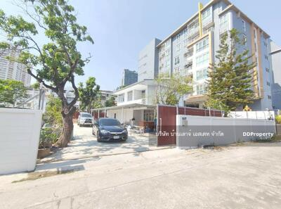 For Rent - 2 storey detached house for rent, Soi Ekamai 22, Sukhumvit 63, size 250 sq. wa. , 4 bedrooms, 3 bathrooms, with a  maid's room in the heart of the city, BTS Ekkamai, Thonglor