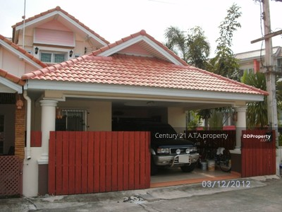 For Sale - 2-story townhouse for sale in Si Racha, near the main road