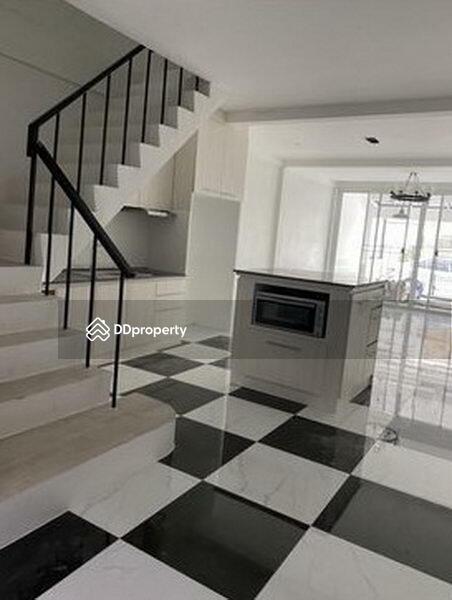 For Sale Bangkok Town House Ekkamai BTS Ekkamai Watthana BRE14184 #77425981