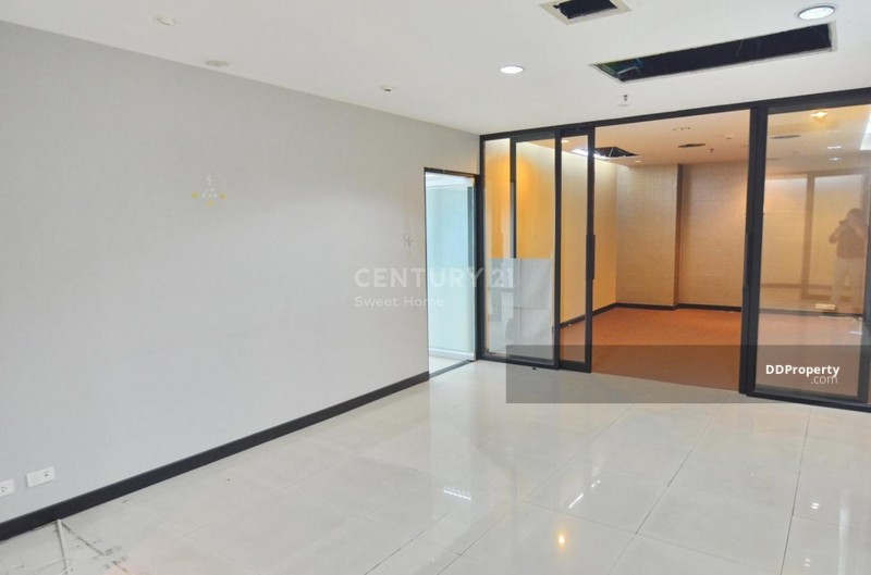 Lumpini Tower #77767321