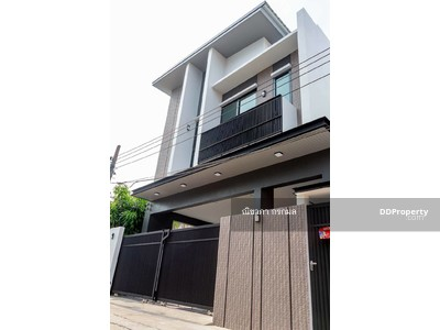 For Sale - For Sale : A new single house for Sale in Pridi Banomyong 26 near Ekkamai 3 beds 4 Baths 260 Sq. m. 46 Sq. wa 19, 500, 000 THB