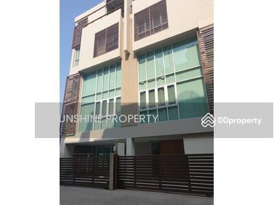 ขาย - Towmhome For Sale 5 Storey Location Ekkamai 6 Bedroom7 Bathroom With Pool and Lift