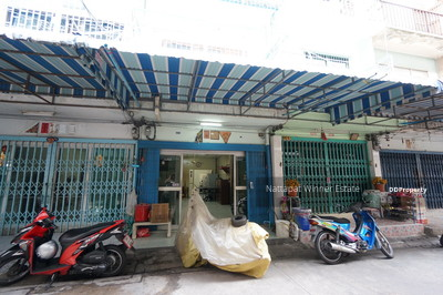 For Rent - For Rent Townhome Area Yaowarat   11 ตร. วา 25, 000 Baht per month Near  Chao Phraya River ซอย ภิรมย์  and Flower Market PAK KHLONG TALAT Line ID 0846948888