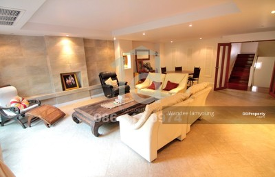 For Sale - 4 bed house at Villa 49 Housing in Sukhumvit 49 near BTS  Phrom Phong