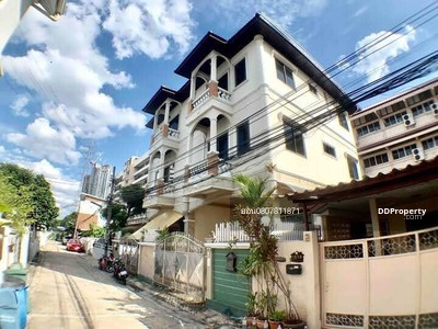 For Rent - 3 storey house for rent, Lat Phrao-4 bedrooms, 2 bathrooms, 37. 5 sq m, 37000 baht, interested contact 0807811871 on