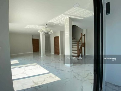 ขาย - ขาย บ้านเดี่ยว 2 ชั้น ซอย ปรีดีพนมยงค์ 15 แบบ 2ห้องนอน 2ห้องน้ำ ขนาด71ตรว. ขาย31ลบ. @LINE 0962215326 คุณ ออน