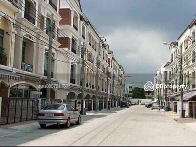 ให้เช่า - ให้เช่า ทาวน์โฮม3ชั้น บ้านกลางเมือง รัชดา-ลาดพร้าว แบบ 4ห้องนอน 3ห้องน้ำ เนื้อที่30ตรว. เช่า30, 000บาท ติดต่อ 0807811871 คุณ ออน
