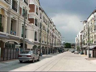 For Rent - 3-storey townhome for rent Baan Klang Muang Ratchada-Ladprao, 4 bedrooms, 3 bathrooms, area of 30 sq m. Rent 30, 000 baht, contact 0807811871 Khun On