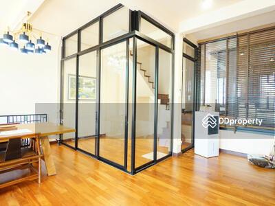 For Sale - P Townhome for sale, 150 meters from BTS Ploenchit, 4 floors, 28 bedrooms, 5 bedrooms, 3 bathrooms,