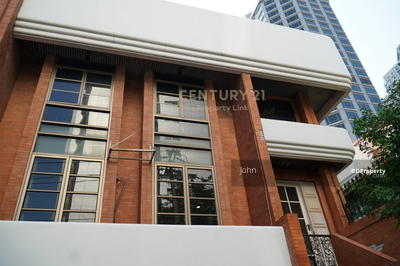 For Sale - Townhouse for rent in the city center, 200 meters from BTS Ploenchit, in Soi Ruamrudee, Pathumwan / 48-TH-63089.