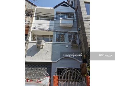 For Rent - Townhouse for rent, 80 m. from Major/ Central Pinklao