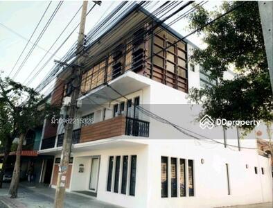 For Rent - express! Townhome near BTS Jatujak, 5 bedrooms, 3 bathrooms, usable area, 440 sq m, 3 floors, rent 85000 baht @LINE: 0921807715 Khun Miu