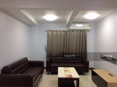 For Rent - For rent now! Townhouse Huay Kwang 2 floors 24 sqw. 5 bedrooms, 2 bathrooms, beautiful decoration, balcony near MRT Huai Khwang.