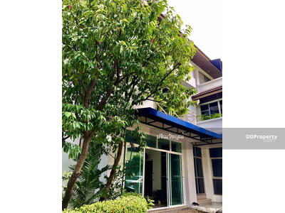 For Rent - Inthamara house For rent, spacious house, 7 bedrooms, 10 parking spaces, near BTS Saphan Khwai.