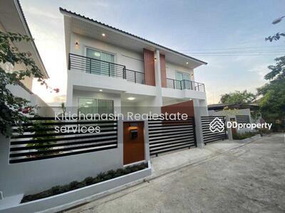 ให้เช่า - รหัส KRE X216 บ้านแฝดสร้างใหม่ ซอยรัชดา 42  แบบ 3ห้องนอน 2ห้องน้ำ พท. ใช้สอย 150 ตร. ม  2ชั้น  เช่า 22000 บาท @LINE:0921807715 คุณ มิ้ว