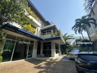For Sale - Ari Inthamara house For sale, spacious house, 7 bedrooms, 10 parking spaces, near BTS Saphan Khwai.