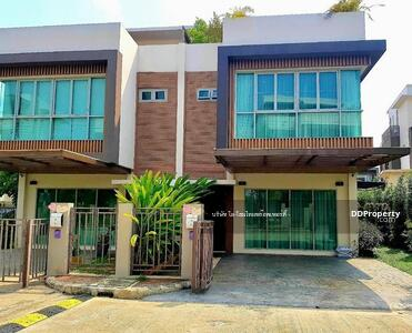 For Sale - CHD100047 A townhome for sale with  4 bedrooms and  4 bathrooms, utility space in  40. 6 sq. wha.