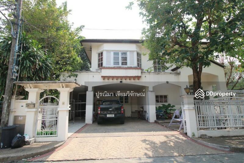 House for sale on the corner of Praset Manukit, Chorakhe Bua, Ladprao.