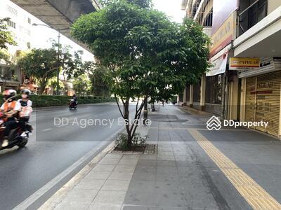ให้เช่า - อาคารพาณิชย์ 3 คูหาบนถนนสุขุมวิท เดินจาก BTS พร้อมพงษ์ประมาณ 2 นาที ให้เช่า